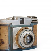 vintage-35mm-camera-collectible-1